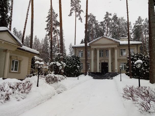 Общий вид дома и гаража